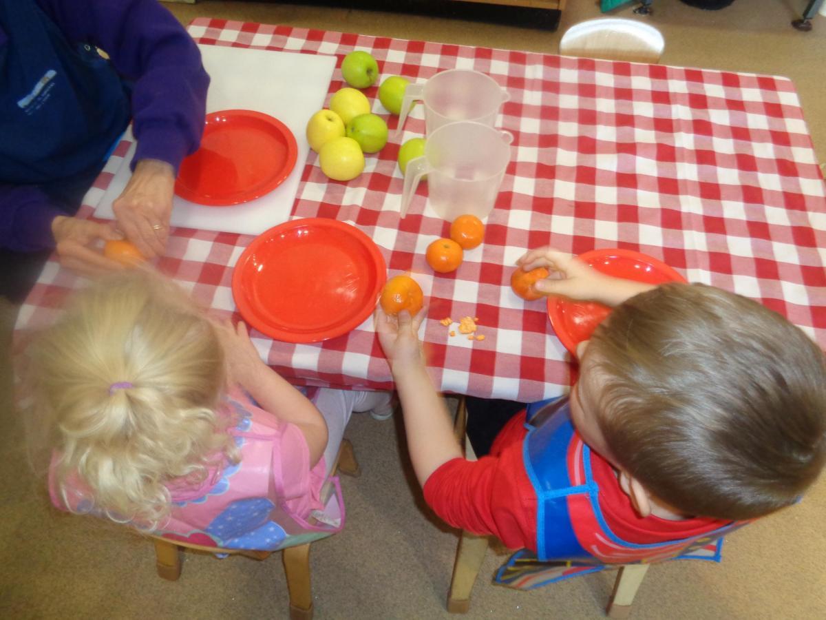 Children cutting up fruit
