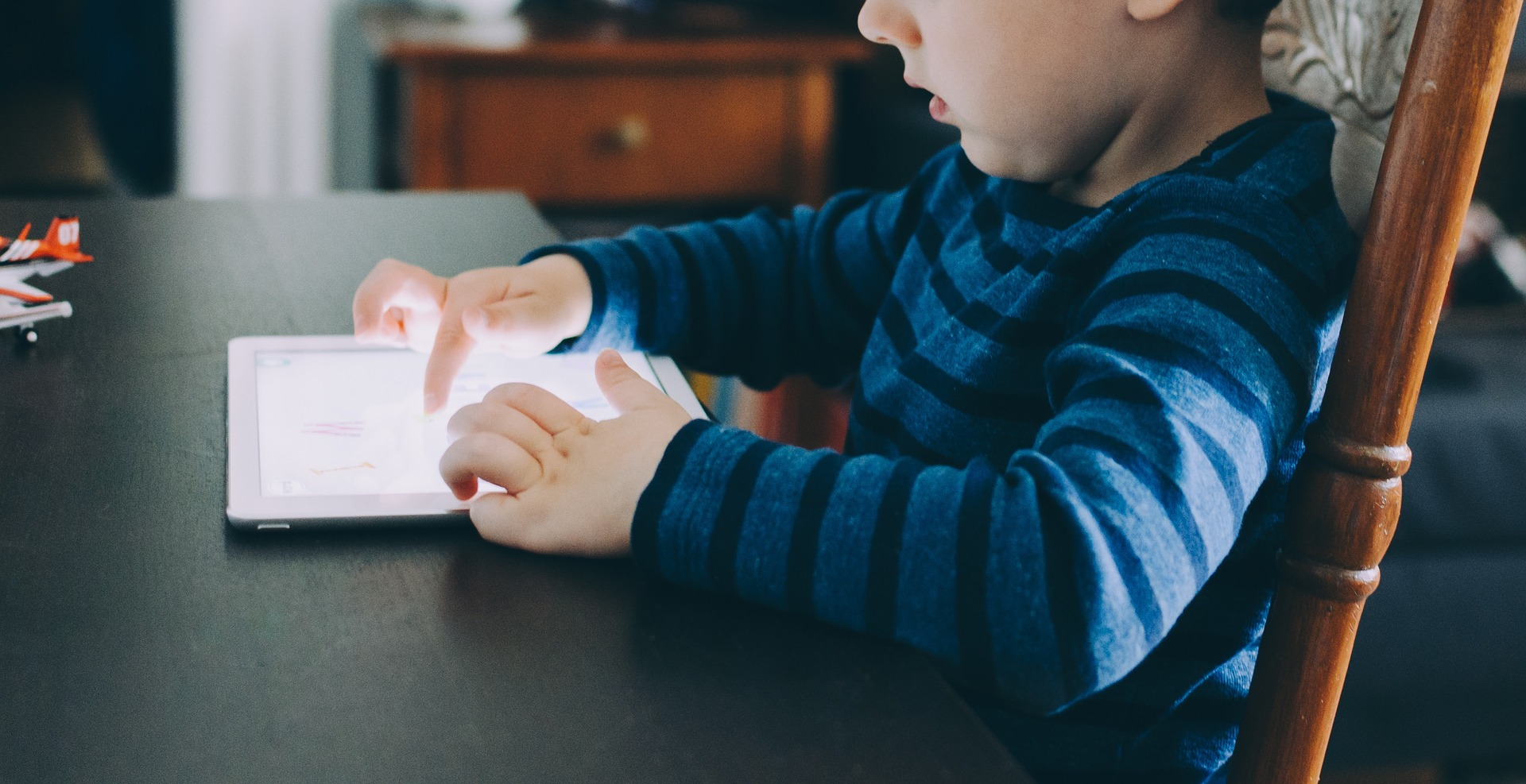 Child uses tablet, Baseline tests - National Foundation for Educational Research