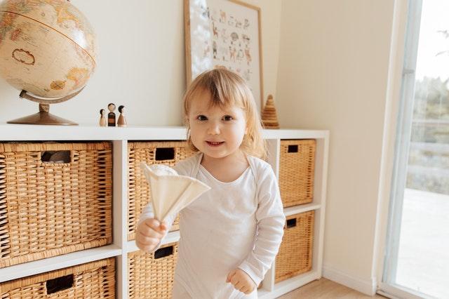 child playing windows ventilation covid 19 nurseries